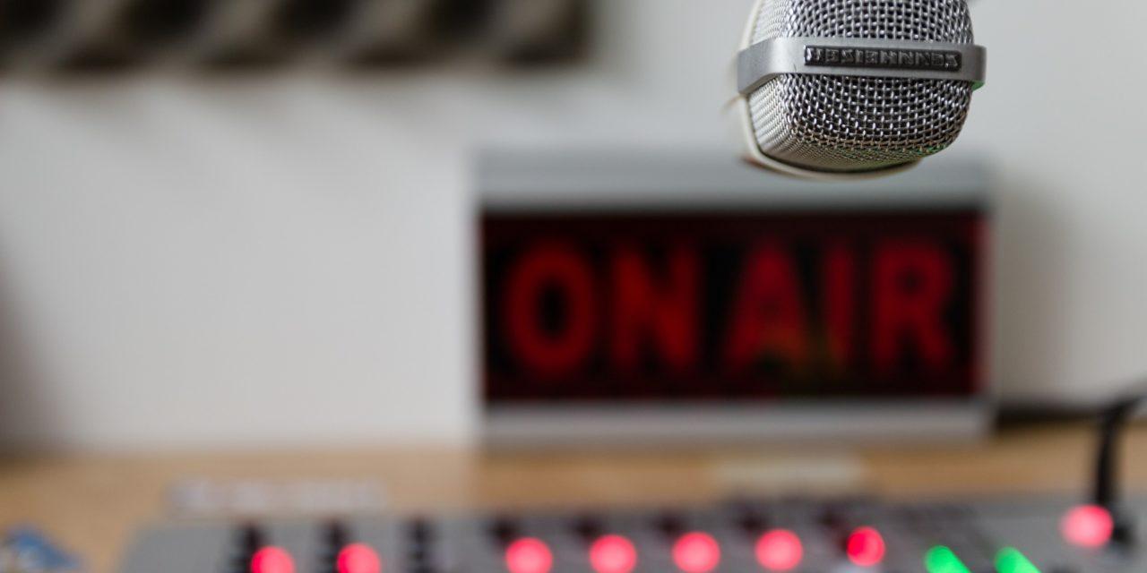 Herramientas para crear una estación de radio online con disruptive-bit.com